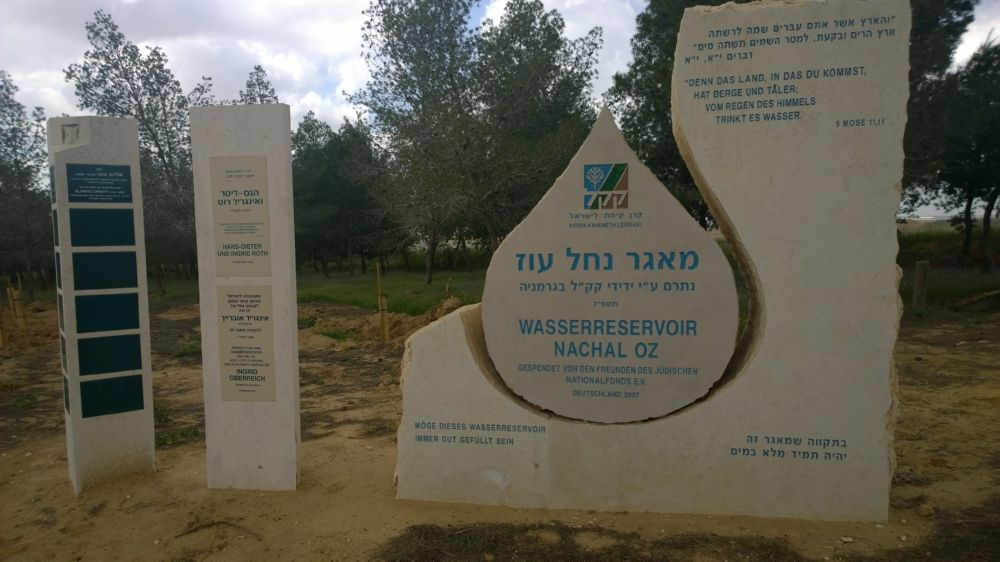 Gedenkstein für das KKL-Wasserreservoir Nachal Oz