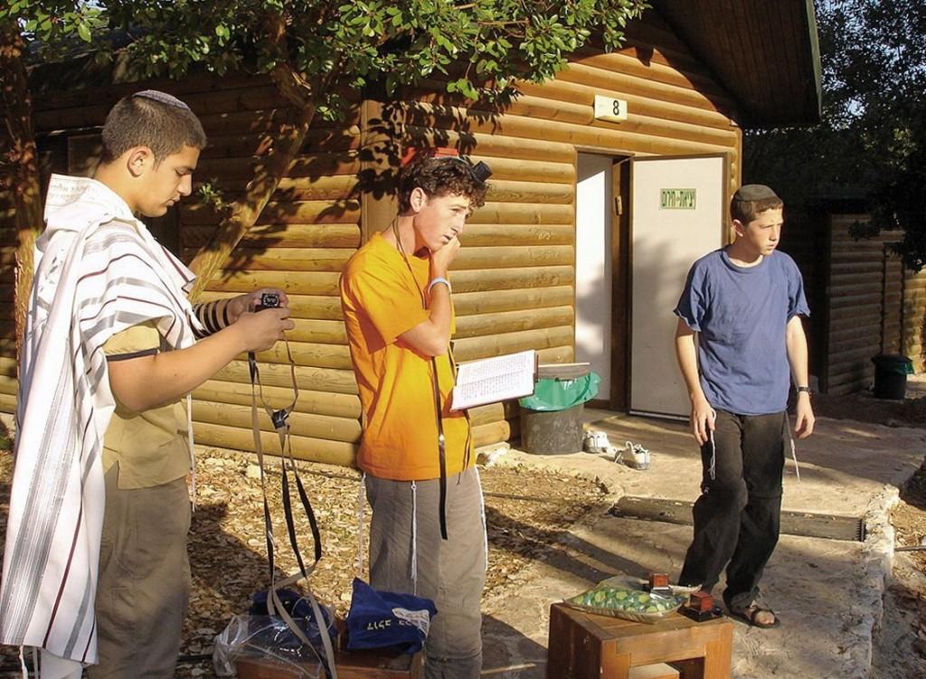 Auch der Glaube kommt nicht zu kurz: Jugendliche im KKL Feriencamp Nes Harim